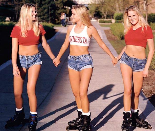 фото девушек в шортах попки домашние